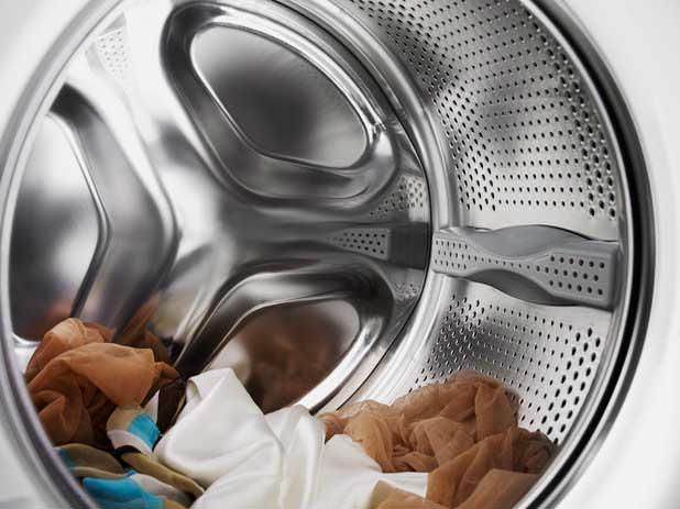 Стиральная машина не отжимает белье: причины и устранение своими руками