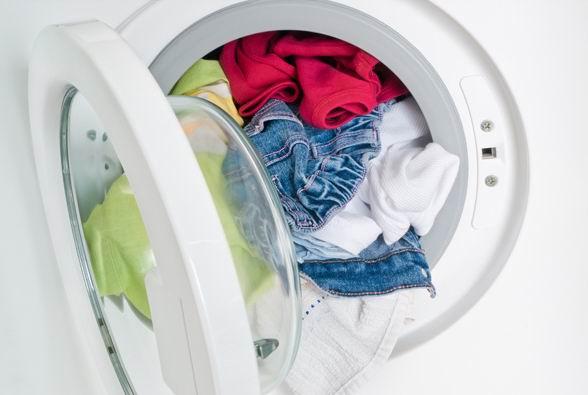 Нельзя грузить много белья в стиральную машину